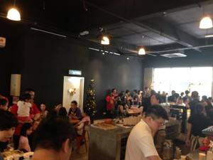 Crowded to share the joy of the grand opening
